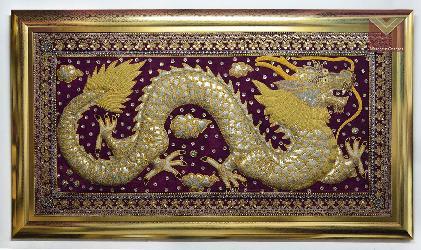 Tapiz bordado con marco dorado  Enmarcado de cuadros